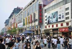 Улица Пекин Wangfujing коммерчески стоковые фотографии rf