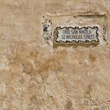 Улица подписывает внутри город Mdina стоковое фото