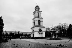 Улица после дождя в Chisinau столица республики Молдавии Архитектура и здания, бульвар Стефана большой Стоковые Изображения
