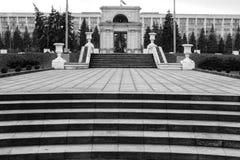 Улица после дождя в Chisinau столица республики Молдавии Архитектура и здания, бульвар Стефана большой Стоковая Фотография