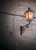 улица светильника brickwall Стоковые Фотографии RF