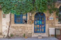 Улица снятая в Alacati, Турции стоковая фотография rf