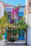 Улица снятая в Alacati, Турции стоковое изображение