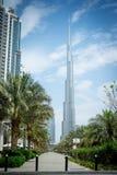 Улица с взглядом Burj Khalifa - залива Tomasz Ganclerz 09 дела Дубай 03 2017 Стоковая Фотография RF