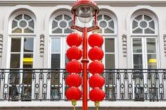 Улица украшенная с красными фонариками в Чайна-тауне, Лондоне Стоковое Изображение RF