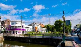 Улица утра в Чиангмае, Таиланде стоковые изображения