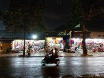 Улица Хошимина заполненная с мопедами и мотоциклами стоковое фото rf