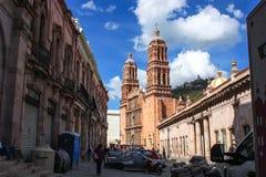 Улица центра города Zacatecas Традиционное arquitecture Мексиканський волшебный городок стоковое изображение rf