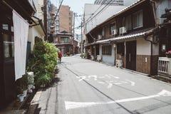 Улица Nakazaki-cho в Осака, Японии стоковые изображения