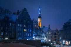 Улица Niguliste, взгляд ратуши в вечере Стоковые Фотографии RF