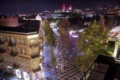 Улица Nizami большие пешеход и торговая улица в городском Баку в Азербайджане вечером, названный после классического стоковая фотография