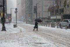 Улица Snowy скрещивания Стоковые Изображения