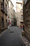 Улица touristic города Pezenas в Herault, Франции Стоковое Фото