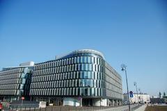Улицы города Здания и деловые центры прописно успех дела symbilised warsaw зданий Польша Европа Восточная Европа Центральная Евро стоковые изображения rf
