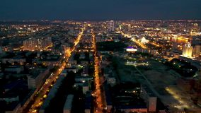 Улицы движения города Екатеринбурга nighttime панорама 4k городской воздушная взгляд инфраструктуры, улицы ночи и акции видеоматериалы
