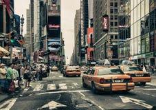 Улицы и таксомоторы New York Стоковые Фото