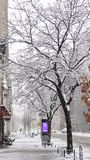 Улицы Манхаттана в снеге на зиме в Нью-Йорке, США стоковое фото rf