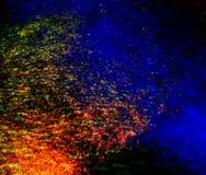 Улицы после дождя с отражениями света на влажной проезжей части Стоковые Изображения RF