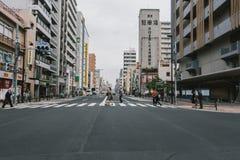Улицы Asakusa - традиционный идти кабины и людей стоковая фотография rf