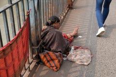 улицы kolkata попроек нищенских стоковое изображение rf
