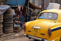 улицы kolkata попроек нищенских стоковая фотография rf