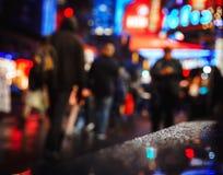 Улицы NYC после дождя с отражениями на влажном асфальте Стоковые Изображения RF