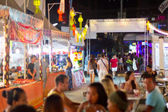 Улицы Patong на ноче, Таиланд Стоковое Изображение