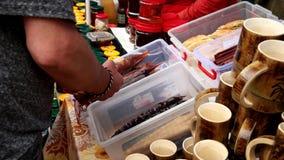Уличный рынок добившийся успеха своими силами еды ремесла видеоматериал