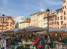 Уличный рынок Campo de Fiori frome сцены исторический в Риме Стоковые Фото