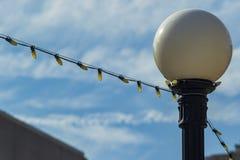 Уличный свет и декоративные света используемые на городской улице Стоковое Фото