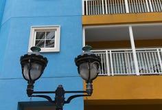 Уличный свет на сини Стоковые Изображения