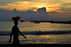 Уличный торговец на стороне пляжа, Галле смотрит на зеленый цвет, Коломбо Шри-Ланку Стоковая Фотография