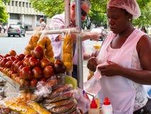 Уличный торговец Chontaduro в центре города Cali стоковые изображения rf