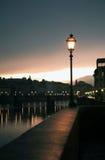 Уличный фонарь около реки Стоковые Фотографии RF