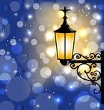 Уличный фонарь сбора винограда, темная предпосылка зимы Стоковое Изображение RF