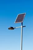 Уличный фонарь с панелью солнечных батарей Стоковое Фото