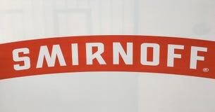 УЛОВКА, БОЛГАРИЯ - 31 12 2017: Smirnoff бренд водочки имеемый и, который производить великобританская компания Diageo Основанный  стоковая фотография rf