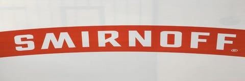 УЛОВКА, БОЛГАРИЯ - 31 12 2017: Smirnoff бренд водочки имеемый и, который производить великобританская компания Diageo Основанный  стоковые фотографии rf