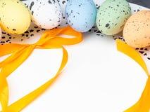 Улучшите красочные handmade пасхальные яйца изолированные на белизне стоковая фотография rf