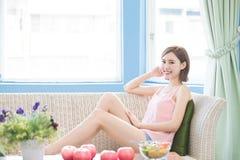 Улыбка женщины красоты счастливо стоковое фото