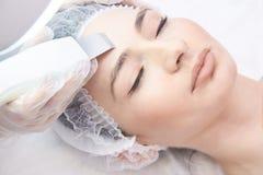 Ультразвуковая расчистка для кожи оборудование стоковая фотография rf