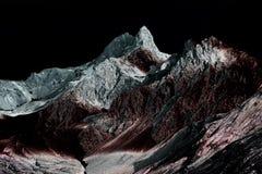 Ультракрасное и solarized фото красивого, otherworldly, выдуманный мир любит горы горной вершины в швейцарских горных вершинах стоковая фотография