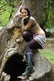 Ультрамодная молодая женщина outdoors Стоковые Фото