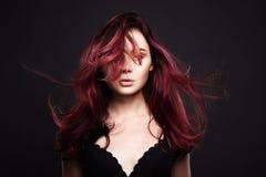 ультрамодная расцветка волос качество девушки новообращенного красотки более лучшее сырцовое Стоковая Фотография