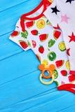 Ультрамодные высококачественные bodysuits младенца стоковые изображения rf