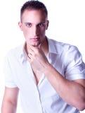 Ультрамодный европейский человек одетьнный в рубашке Стоковая Фотография