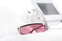 УЛЬТРАФИОЛЕТОВЫЕ защитные стекла для заботы кожи лазера Стоковое Изображение