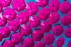 Ультрафиолетов зонтики летая через воздух Стоковые Изображения