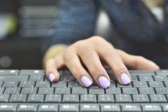 Ультрафиолетов ногти Стоковая Фотография