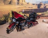 Ультра классический мотоцикл 1995 Harley Davidson Electra-плавного движения на выставке в музее в Аммане, крышке автомобиля King  стоковое фото